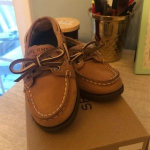 Size 7 toddler Sperry's